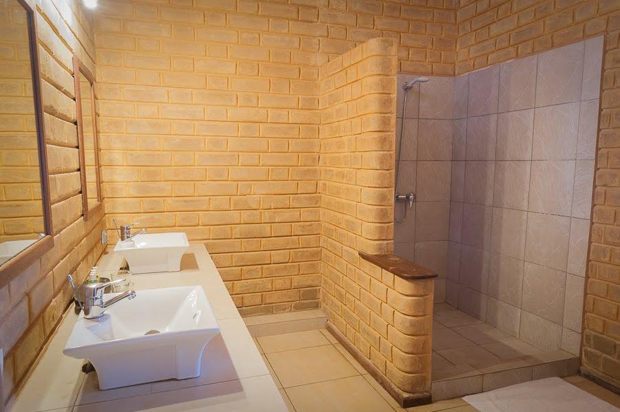 Grande salle de bain suite vue mer Coucoué Lodge - Hôtel Coucoué Lodge